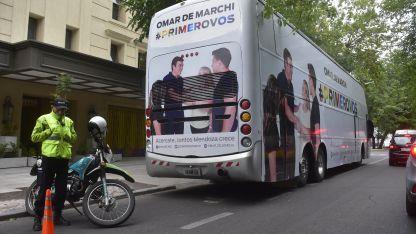 El micro de campaña de Omar De Marchi, uno de los pre candidatos a Gobernador en la provincia.