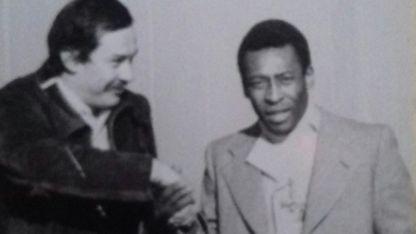 El periodista José Félix Suárez mano a mano con Edson Arantes.