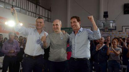 Todo sigue igual. Macri y Rodríguez Larreta encabezaron ayer un acto en un club barrial porteño.