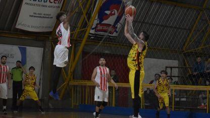 Tremendo. El venezolano Jackson Zapata jugó su mejor partido en Murialdo y aportó 41 puntos y 10 rebotes. Imparable.