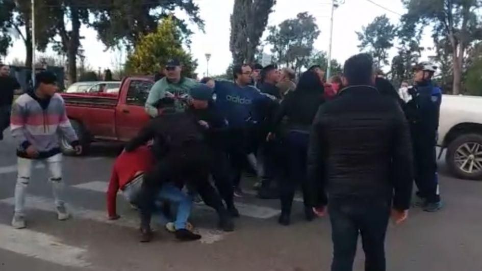 Video: una discusión de transito casi termina una batalla campal en Tunuyán