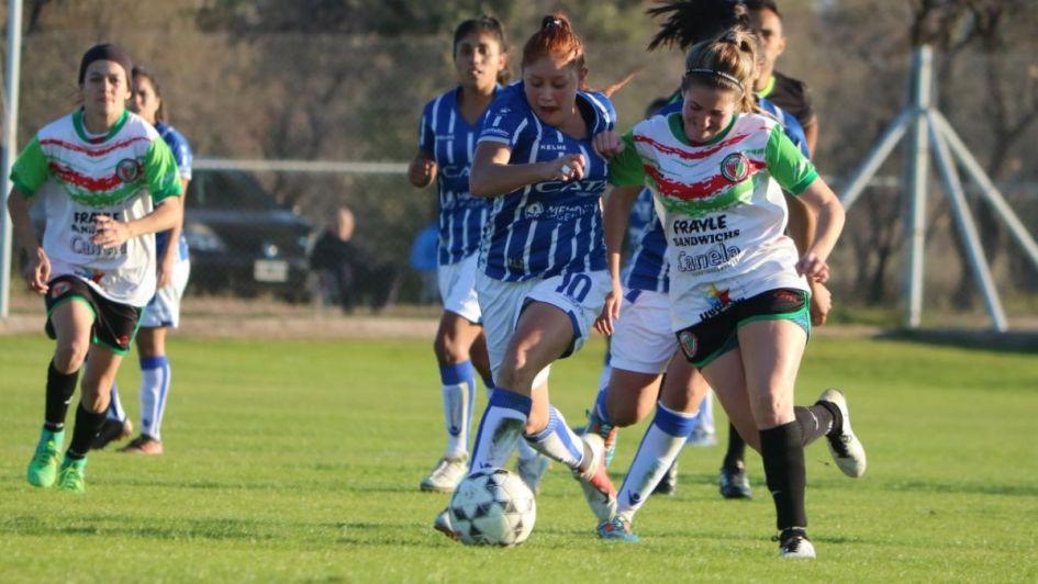 Fútbol femenino: las Tombinas siguen liderando pero Independiente les pisa los talones