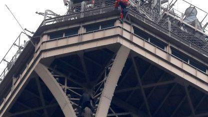 Miembros de la Policía francesa y de bomberos fueron desplegados en el lugar.