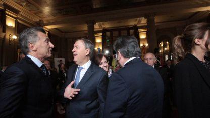 JUNTOS. El presidente Mauricio Macri con Schiaretti en Córdoba durante la recepción al rey de España.