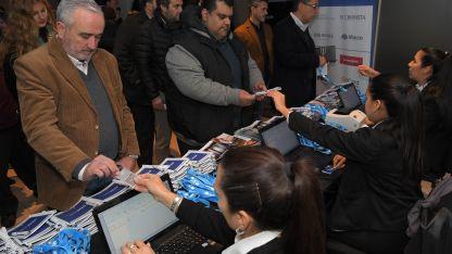 Cientos de emprendedores llegaron a Los Andes.