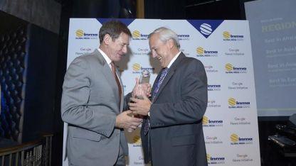 Ignacio Driollet de Cimeco (der) recibe un premio