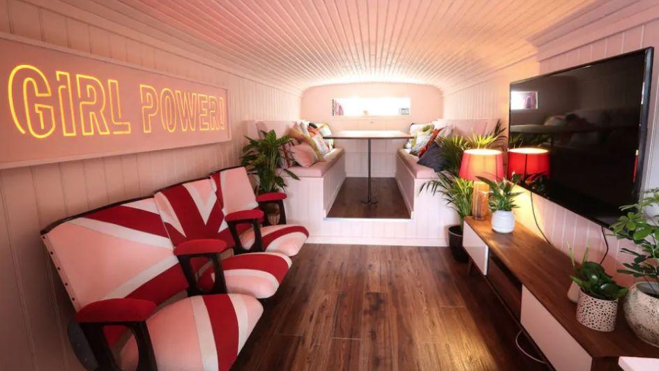 Solo para fanáticos: ofrecen hospedarse en Londres en el icónico bus de las Spice Girls