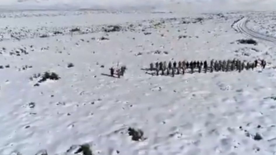 Video: emotiva interpretación del Himno Nacional Argentino en la Laguna del Diamante