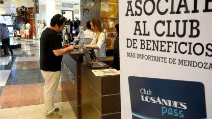 Día de compras. Beneficios con la tarjeta de Los Andes.