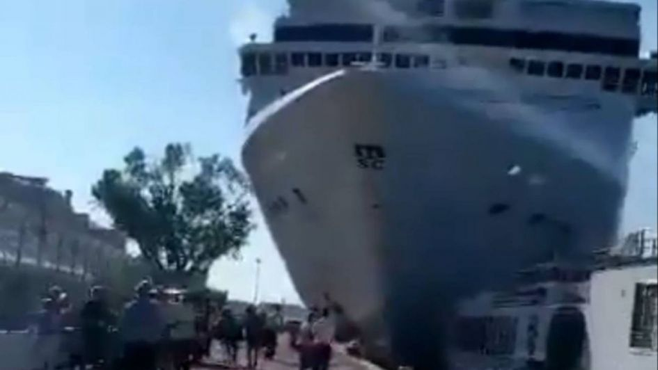 Un crucero chocó con un barco turístico en Venecia