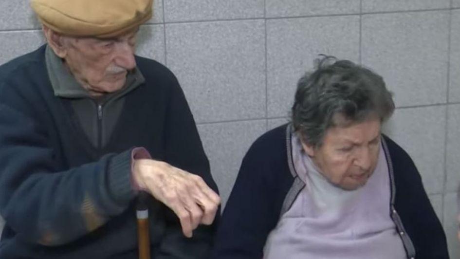 Abandonaron a un matrimonio de abuelos en un bar de Rosario