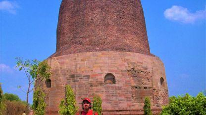 Sitio histórico. La estupa de Dhamekh marca el lugar donde se originó el Budismo.