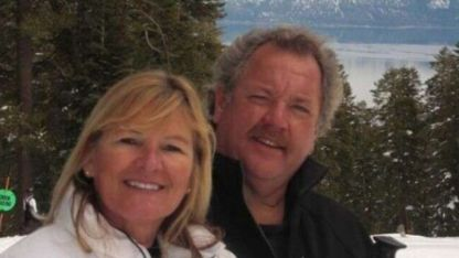Robert Wallace junto a su esposa.