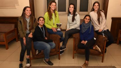 . Las chicas de Marista (M) festejan su nuevo título, esta vez conquistaron el Regional disputado en San Rafael.