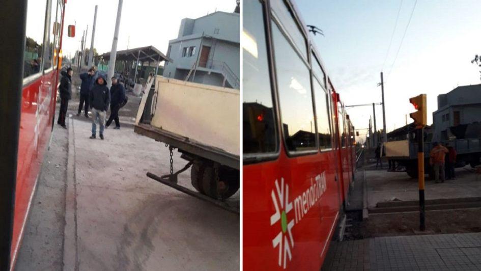 Chocó un camión con el metrotranvía en Ciudad y hubo demoras