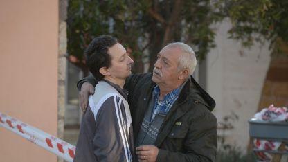 José Domínguez (izq), hermano de la víctima,