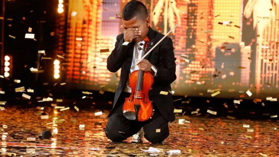 Tiene 11 años y con el sonido de su violín enfrentó un cáncer y el bullying escolar
