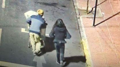 Las cámaras captaron al maleante y a su compañera por las calles de Los Andes.