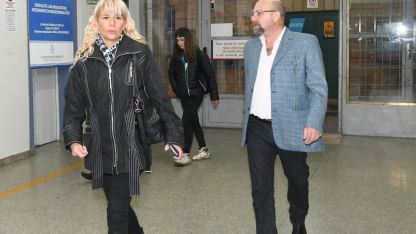 En libertad. Lobos y su esposa, Claudia Sgró, esperan aún que la Corte ratifique o no sus condenas.