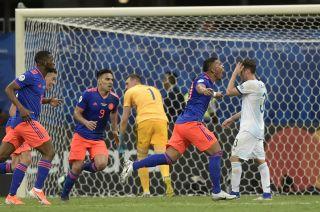 Inapelable. Roger Martínez festeja su tanto, el que abrió el triunfo colombiano ante nuestra Selección.