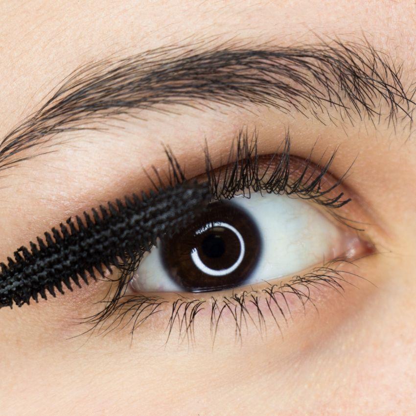 infección ocular por pincel de maquillaje