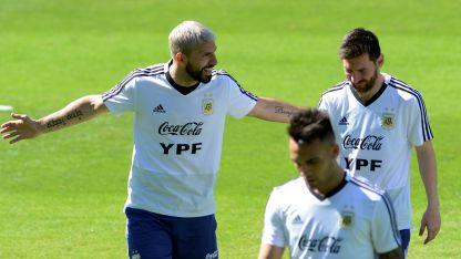 Uno por otro. Lautaro Martínez reemplazaría al Kun Agüero. Messi, en tanto, es el único indiscutido en el once titular.
