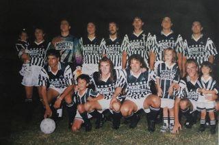 Equipazo. Arriba: Villalobos, Manchado, Vargas, Oldrá, Iglesias, Abaurre y Lentz. Abajo: Núñez, Rubén Almeida, Marcucci y Osvaldo Almeida.