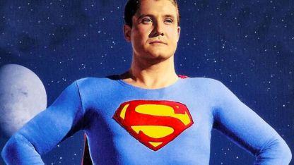 George Reeves, en su personaje de Superman para el programa