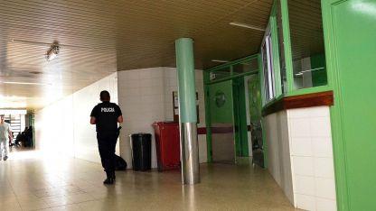 Internados. El policía y su presunto asaltante están en el hospital Perrupato con heridas de bala.