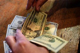 La divisa norteamericana abrió la semana en baja